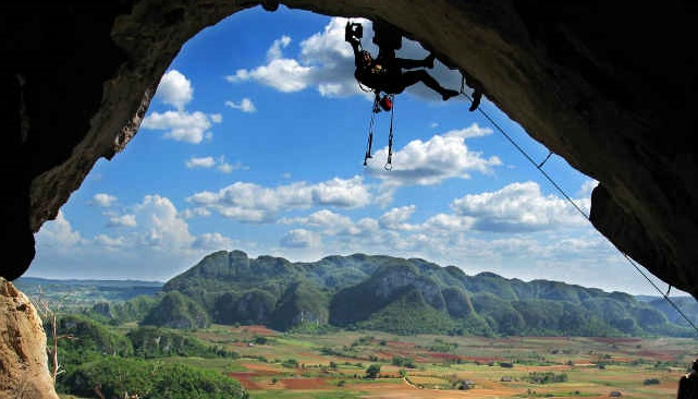 Escalada en Viñales. Foto: Cuba Escalada