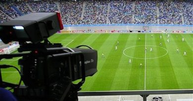 En la actualidad, no hay un partido del más universal de los deportes que no reciba cobertura mediática.