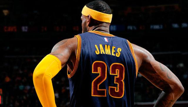 LeBron James se unió a Jordan como los únicos con 800 partidos consecutivos con dobles dígitos
