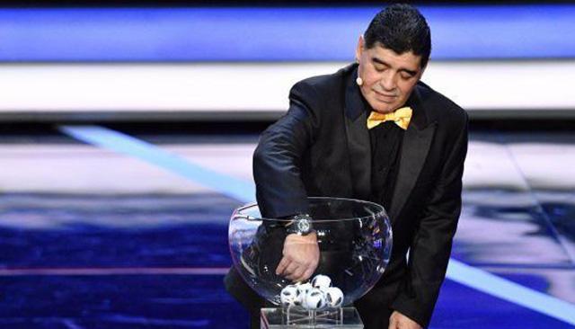 Maradona estuvo en el sorteo