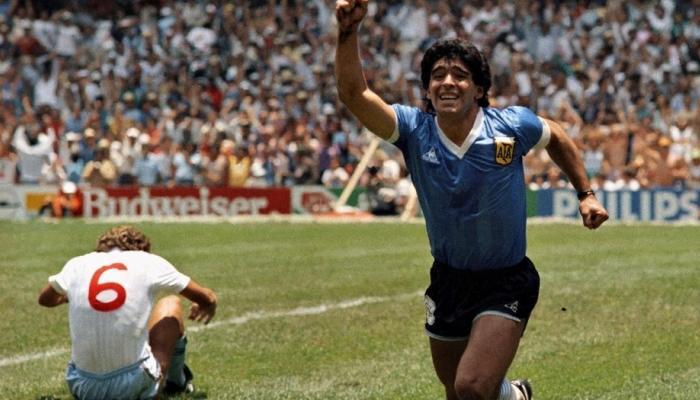 Frente a los ingleses, en el Mundial de México de 1986, el mítico 10 albiceleste logró dos de los goles más célebres en las Copas Mundiales.