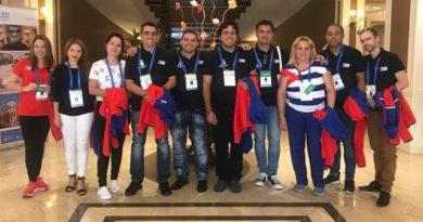Equipos cubanos de ajedrez que intervienen en la Olimpiada de Batumi. Foto tomada del perfil en Facebook de Lissy Chess
