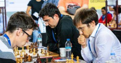 Kramnik, en la segunda mesa, recibió jaque mate y Rusia perdió el match ante Polonia. Foto: Chess.com