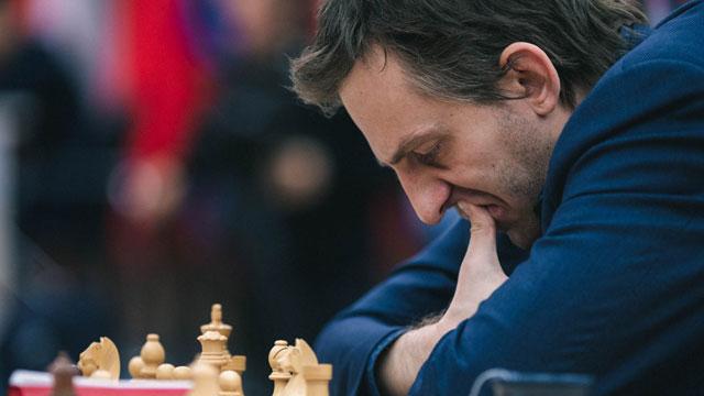 El ruso Alexander Grischuk no pudo mantener la ventaja y Leinier Domínguez empató el match de octavos de final de la Copa Mundial de ajedrez. Foto tomada del sitio oficial del evento