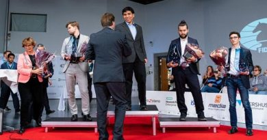 Wesley So recibe el título de Campeón Mundial de Ajedrez Fischer Random. Foto tomada de Chess.com