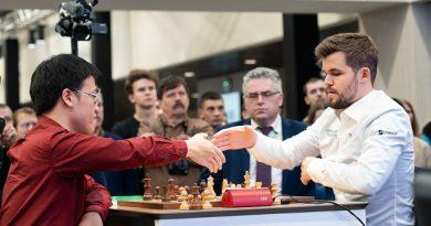 Magnus Carlsen asumió el liderato del Mundial de ajedrez rápido. Foto: Chess.com
