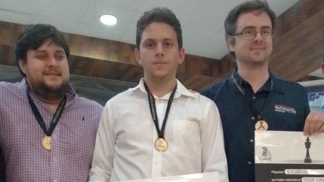 Carlos Daniel Albornoz ganó por segunda ocasión consecutiva el Memorial Carlos Torres Repetto. Foto tomada del blog Ajedrez cubano