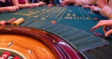 Existen casinos que en su versión móvil ofrecen juegos gratis libres de descarga para que los jugadores puedan practicar sus estrategias y habilidades