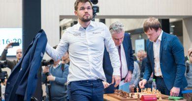 """Magnus Carlsen conquistó espectacularmente el campeonato mundial de ajedrez blitz """"Rey Salman"""", desarrollado en Moscú, por lo que ahora es dueño de las tres coronas más importantes del juego ciencia"""