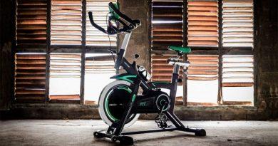 La bicicleta de spinning profesional Sportstech SX200 tiene un diseño muy llamativo y está fabricada con materiales de alta calidad