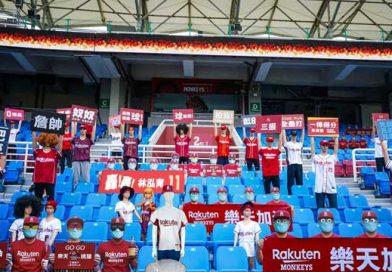 En Taipéi de China, el equipo Monos de Rakuten de la liga profesional de béisbol decidió colocar 500 robots en las gradas, vestidos con el uniforme de ese equipo y con carteles de apoyo a sus jugadores.