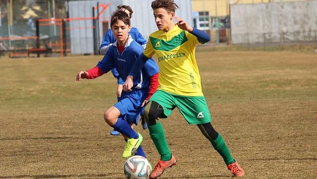 El fútbol, como deporte reinante en España, genera la atención de los más jóvenes desde muy temprana edad