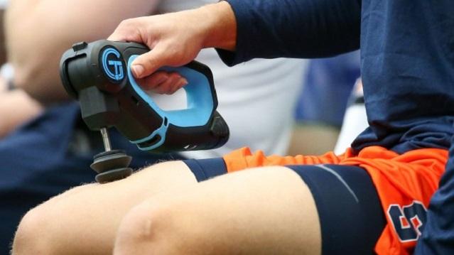 Entre la amplia gama de dispositivos utilizados en la preparación de los deportistas resaltamos la pistola de masaje muscular