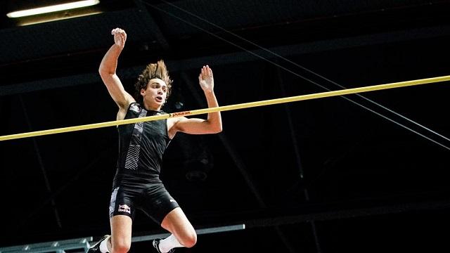 """El sueco Armand """"Mondo"""" Duplantis es el dueño absoluto del récord mundial atletismo en el salto con pértiga"""
