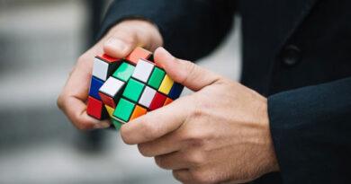 El cubo de rubik es el juguete más vendido de todos los tiempos.