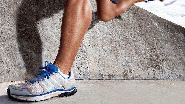 En la actualidad, el uso de zapatillas deportivas no queda circunscrito solo al gimnasio