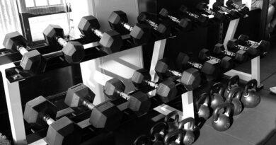 Las kettlebells, o pesas rusas, forma parte de ese material imprescindible para la práctica de CrossFit