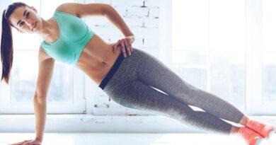 Otro de los ejercicios infaltables en cualquier rutina de abdominales oblicuos es la plancha lateral