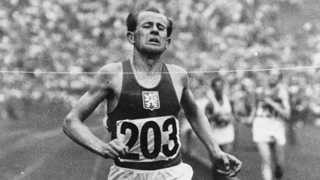 """Emil Zatopek, """"La locomotora humana"""", ha sido el único atleta que ganó los 5 mil, 10 mil metros y el maratón en una misma edición de los Juegos Olímpicos."""