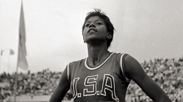 Wilma Rudolph dejó boquiabiertos a muchos, al triunfar en las pruebas de 100 y 200 metros planos en los Juegos Olímpicos de Roma 1960