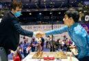 El campeón mundial Magnus Carlsen avanzó invicto a la cuarta ronda de la Copa Mundial de ajedrez; mientras, Fabiano Caruana quedó eliminado. Foto: Eric Rosen / FIDE.