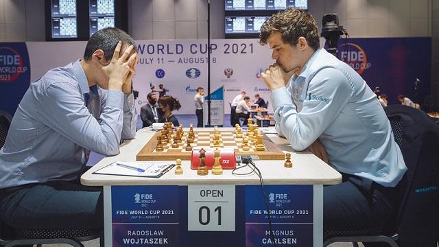 Magnus Carlsen entabló las dos partidas clásicas ante el polaco Wojtaszek y ahora decidirá su suerte en la Copa Mundial de ajedrez en las partidas rápidas. Foto: Eric Rosen /FIDE.