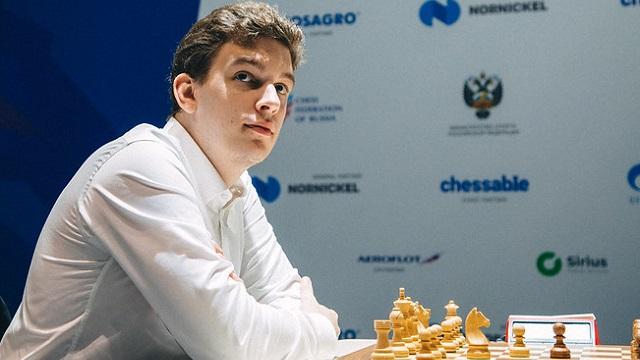 El GM polaco Jan-Krzysztof Duda dio la gran sorpresa de la Copa Mundial de ajedrez, al derrotar al súper favorito Magnus Carlsen (2847), en las partidas rápidas. Foto: Anastasia Korolkina / FIDE