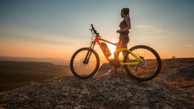 Existen múltiples opciones de bicicletas eléctricas disponibles en tiendas especializadas